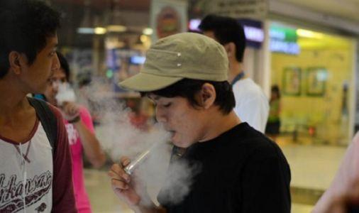 El cigarro electrónico es el preludio al tabaquismo adolescente.